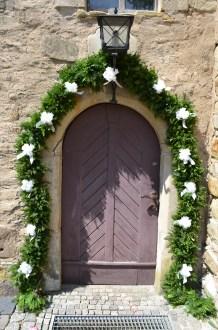 Portal geschmückt